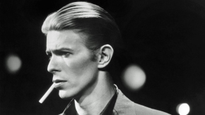 1976:  David Bowie poses for an RCA publicity shot in 1976. (Photo by Michael Ochs Archives/Getty Images)