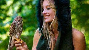 beautiful-girl-with-bird-amazing-desktop-wallpaper-1280x720